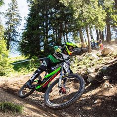 The World Cup over in Lenzerheide is in full swing. Keep your eyes on this man @adbrayton