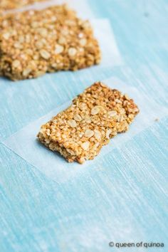 These healthy, gluten-free granola bars are the perfect snack for those looking for something crispy, sweet and nutritious!