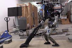 人型ロボット「Atlas」は、未だ「ロボット執事」には遠く(動画あり) « WIRED.jp