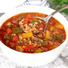 Stuffed Pepper Soup is hearty, quick and easy to make. Loaded with ground beef, bell peppers and rice in a savory tomato and beef broth. This tasty Stuffed Pepper Soup recipe is pure comfort food Easy Soup Recipes, Chili Recipes, Vegan Recipes Easy, Dinner Recipes, Cooking Recipes, Goulash Recipes, Pepper Recipes, Delicious Recipes, Soup With Ground Beef