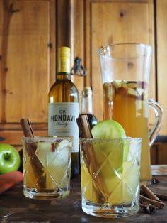 Apple Pie sangria becomes fall craft cocktail with vanilla bourbon, CK Mondavi and Family Chardonnay, apple pie spice simple syrup, apple cider and bitters. Fall Cocktails, Wine Cocktails, Alcoholic Drinks, Spiced Apples, Fresh Apples, Sangria Recipes, Cocktail Recipes, Apple Pie Sangria, Clean Eating Snacks