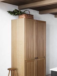 Heltre.  Knaggrekke, komposittstein, benkeplate, eik, design, Norsk, Kvalitet Tall Cabinet Storage, Interior, Kitchen, Inspiration, Furniture, Design, Home Decor, Modern House Facades, House Siding
