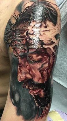 Las imagenes de cristo para tatuar son de los diseños mas regulares para expresar fervor hacia la religión, por lo regular son el rostro de cristo en realismo