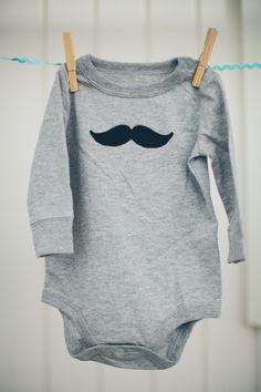 Mustache Baby  |  En breve el chupete...