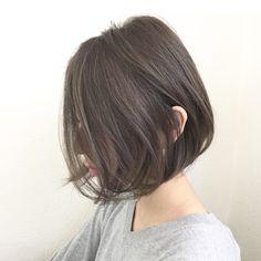 前下がりボブ×ダークグレージュ . . 美しいシルエットを繊細な色味で彩る… . 担当 creative designer 【落合健二】 @kenjikunn1 Haircuts For Medium Hair, Short Bob Hairstyles, Hairstyles Haircuts, Girl Short Hair, Short Hair Cuts, Asian Hair Bob, Brown Bob Hair, Shot Hair Styles, Hair Tonic