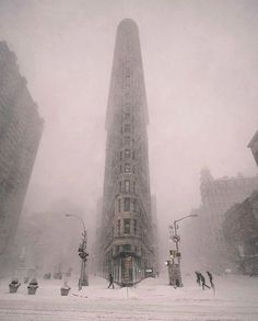 Winter is coming ❄️ We can promote your photos in our account. Check the link in our bio for instructions: Flatiron Building, New York. Photo by 💖 Good. Flatiron Building, Wanderlust Hotel, Destinations, New York Photos, Destination Voyage, Winter Photography, Interior Photography, Photography Ideas, Travel Abroad