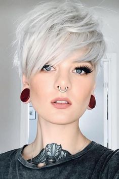 Amazing short pixie hairstyles for women in 2019 new site Pixie Haircut For Thick Hair Amazing hairstyles Pixie short site Women Short Textured Hair, Short Grey Hair, Short Blonde, Short Hair Cuts For Women, Short Hairstyles For Women, Style Short Hair Pixie, Trendy Hairstyles, Blonde Hair, Short Choppy Hair