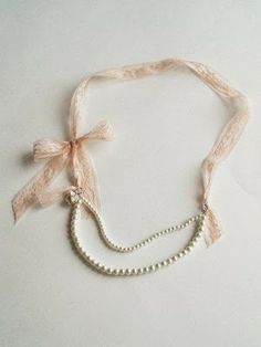 pearl necklace... need to do this for the 4 that i own but don't wear because they're too boring.