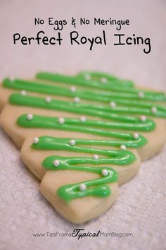 The perfect royal icing recipe for your Christmas cookies and it doesn't need egg whites or meringue powder! How easy! Learn how to make amazing royal icing for decorating sugar cookies without using egg whites or meringue powder. Perfect for any holiday. Cookies Cupcake, Holiday Cookies, Tree Cookies, Owl Cookies, Baby Cookies, Flower Cookies, Heart Cookies, Valentine Cookies, Easter Cookies