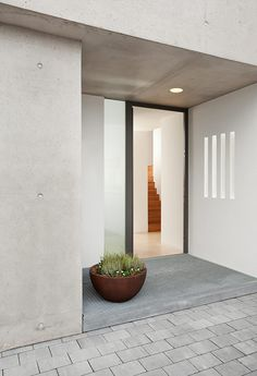 - Berschneider + Berschneider, Architects BDA + Interior Architects, Neumarkt: Wohnhaus W Neu - House Entrance, Entrance Doors, Exterior Design, Interior And Exterior, Deco House, Windows And Doors, Interior Architecture, New Homes, Makeup Quotes