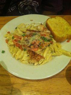 Chicken pasta and garlic bread
