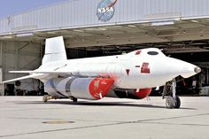After extensive modifications, the X-15A-2 was first covered in a pink protective coating and finally in a white sealant. (NASA) 🟠🟠🟠 📸Photo Credits: Unknown ##If anyone knows owner of the picutre, please let us know to credit him/her## Nasa Photos, Airport Look, Photo Credit, Air Force, Vietnam, Fighter Jets, Aviation, Aircraft, Pink