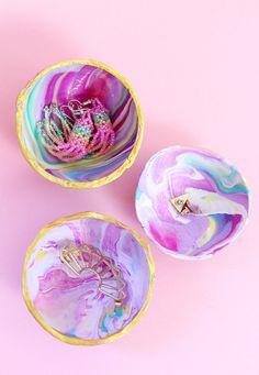 Wohoo dieses DIY für marmorierte Schalen aus Fimo wollte ich schon gaaanz lange für euch ausprobieren und habe jetzt endlich die Zeit dafür gefunden. Ihr könnt euch gar nicht vorstellen, wie viele DIY Projekte ich geplant habe, aber nie veröffentlicht...