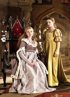 Rebecca Ferguson & Faye Marsay in 'The White Queen' (2013). x