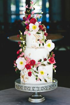From fresh flower embellishments to metallic details, these decorative three-tier wedding cakes are showing us how it's done. Crazy Wedding Cakes, Purple Wedding Cakes, Amazing Wedding Cakes, Fall Wedding Cakes, Wedding Cake Rustic, Elegant Wedding Cakes, Wedding Cake Designs, Wedding Cupcakes, Wedding Cake Toppers