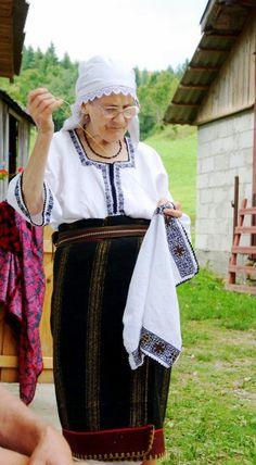 [RO] Păstrători ai tradiției bucovinene: Mătușa Garofa - Mănăstirea Humor  [EN] Keepers of Bukovinian tradition: Aunt Garofa-Humor Monastery    Foto: Ziurel