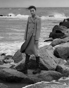 Celine Resort (Harper's Bazaar Kazakhstan) Source by beach photoshoot Portrait Photography Men, Editorial Photography, Outdoor Fashion Photography, Beach Portraits, Beach Editorial, Editorial Fashion, Celine, Winter Beach, Beach Shoot
