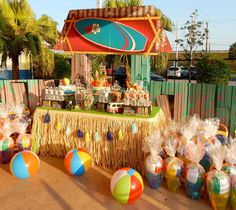 Beach Bash Birthday Party Beach Bash Geburtstagsfeier – Pretty My Party – Teen Beach Film inspirierte Party! Tiki Party, Luau Party, Luau Birthday, Birthday Party Themes, Birthday Ideas, Hawaii Party Dekoration, Teen Beach Party, Hawaian Party, Party Fiesta