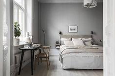 Understanding Bedroom Scandinavian Style and Decoration Affordable IKEA furniture is not just the alternative for Scandinavian kind of decor. Serene Bedroom, Cozy Bedroom, Beautiful Bedrooms, Bedroom Wall, Bedroom Decor, One Room Flat, Home Interior, Interior Design, Gravity Home