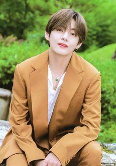 The Wizard [Vkook] V Taehyung, Daegu, Kpop, Bts Summer Package, V Bts Wallpaper, V Cute, Bts Lockscreen, Woozi, Bts Pictures