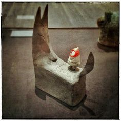 Versão de Shaun Tan para o conto da chapeuzinho vermelho.