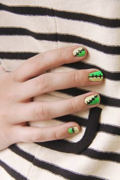 Love these Halloween nails!!