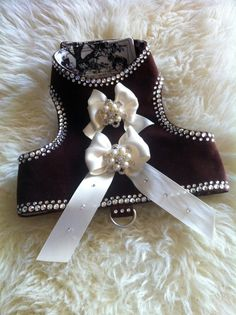 Small Dog Harness - Chocolate and Cream Harness, by La Maison Vienna Couture Canine de ViennaCoutureCanine en Etsy https://www.etsy.com/es/listing/151100378/small-dog-harness-chocolate-and-cream