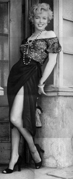 Marilyn Monroe photographed by Milton Greene, 1956 Marylin Monroe, Marilyn Monroe Fotos, Glamour Hollywoodien, Hollywood Glamour, Old Hollywood, Classic Beauty, Timeless Beauty, Most Beautiful Women, Beautiful People