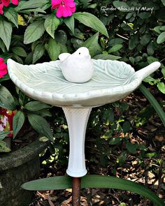 Bird on Leaf Garden Totem Stake / Garden by GardenWhimsiesByMary - $37
