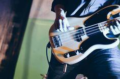 Maurizio Cambianica - Maurizio Pirovano, La pelle racconta. Concerto in favore delle persone terremotate, Cisano Bergamasco (BG). Fotografie di Chiara Arrigoni. #lecco #rock #music #mauriziopirovano #fender