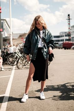 New Fashion Inspiration Board Ideas Skirts 63 Ideas Fashion Books, Paris Fashion, New Fashion, Girl Fashion, Womens Fashion, Sneakers Fashion Outfits, Girls Sneakers, Looks Street Style, Inspiration Mode