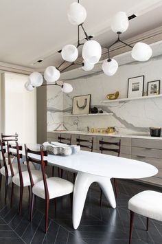The long, white table makes a bold statement in this modern #Paris #kitchen