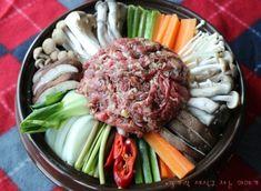 쇠고기 소고기 버섯전골 쉽지만 근사하게 : 네이버 블로그 Korean Dishes, Korean Food, Cobb Salad, Good Food, Beef, Cooking, Recipes, Drink, Food Food