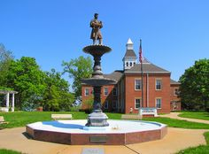 War Memorial Fountain at the Common Pleas Courthouse in Cape Girardeau, Missouri by Eridony, via Flickr