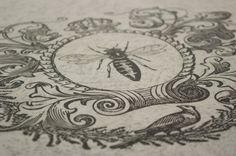 Vintage Shabby Chic Round Coffee Table No. Shabby Look, Shabby Chic Style, Vintage Shabby Chic, Shabby Chic Homes, Shabby Chic Round Coffee Table, Arabesque, Queen Bee Tattoo, Bee Drawing, Vintage Bee