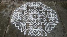 Rangoli designs/Kolam: [S.No 124] 17 Pulli 7 varisai 7 Varai NerPulli- Lotus Kolam