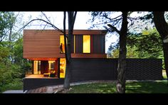 Johnsen Schmaling Architects designed the Redaction House in Oconomowoc, Wisonsin.A compact home for a textile artist and her young family, the Redaction House sits on a narrow sliver of land Style At Home, Interior Exterior, Interior Design, Architecture Résidentielle, Piscina Interior, Design Moderne, Modern House Design, Bungalows, New Homes