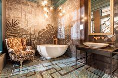 Dekoracyjna Lampa wisząca w łazience to nie codzienność. W tej pasuje wyśmienicie.