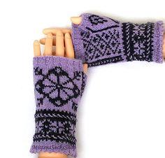 Hand gebreide wollen hand warmers-warm en stijlvol, groot en kleurrijk accessoire bij koud weer! Prachtig cadeau voor uw dierbaren! S - kleine vrouw M - midden vrouw L - grote vrouw grootte XL-zeer grote vrouw grootte Wassen hand warmers aanbevolen met de hand, met behulp van Fingerless Mittens, Knit Mittens, Knitted Gloves, Knitting Socks, Hand Knitting, Wrist Warmers, Hand Warmers, Texting Gloves, Driving Gloves