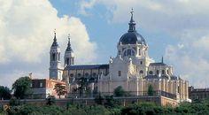 Собор Альмудена – #Испания #Регион_Мадрид #Мадрид (#ES_MD) Кафедральный собор архиепархии Мадрида.  ↳ http://ru.esosedi.org/ES/MD/1000227557/sobor_almudena/