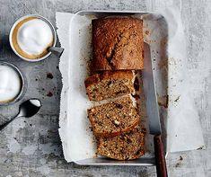 Lieben Sie auch einen einfachen Haselnusscake mit Schokolade? Da kommt der Tiroler-Cake doch gerade richtig. Un Cake, Banana Bread, Nom Nom, Sweet Tooth, Baking, Eat, Desserts, Parfait, Recipes
