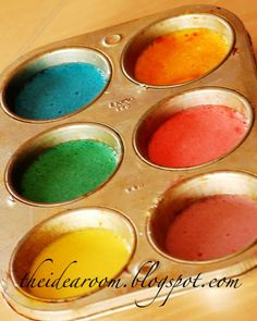 Bathtub Paint Take a muffin tin (or containers of your choice) and add 2 Tablespoons of cornstarch to each cup of the tin. Then to each cup add about 1/4 cup of baby shampoo. Add 4-5 drops of food coloring to each mixture to make your favorite paint colors. Stir and mix together the paint until the color is fully incorporated and it has a smooth consistency. Add a small amount of water to each tin (about 2-3 Tablespoons) and stir.