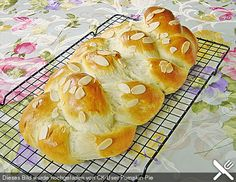 Hefezopf as at the bakery - Rezepte Kuchen - Bread Recipes German Bread, German Baking, Baking Recipes, Cake Recipes, Sweet Cakes, Easter Recipes, Sweet Bread, Food Cakes, Scones