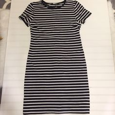 Striped t shirt dress medium Old Navy medium striped shirt dress. Perfect spring and summer staple! Never worn but washed once. Old Navy Dresses