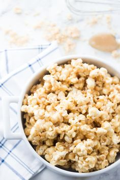 Caramel corn- Caramel popcorn is a delicious dessert that is easy to make for huge groups. My sister Natalie'scaramel popcorn recipe is one of my most requested recipes of all time. I would even call it Flavored Popcorn, Popcorn Recipes, Snack Recipes, Snacks, Just Desserts, Delicious Desserts, Gluten Free Popcorn, Microwave Popcorn, Recipe Notes