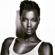 La mannequin noire Nykhor Paul lance un cri du coeur aux maquilleurs professionnels | HollywoodPQ.com