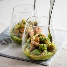 Healthy, tasty and revitalizing appetizer containing shrimp, avocado and red grapefruit + 2 other ingredients.