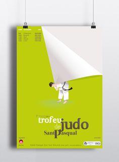 """L'Associació Judo Club Vila-real es va fundar en 2010. Un altre any més i per tercera vegada consecutiva se celebra el Trofeu de Judo comptant amb l'ajuda de Joan Rojeski. L'eix central és una il·lustració d'un judoca que realitza un """"tomoe nage""""(clau de judo) al propi cartell. D'aquesta manera s'estableix un joc entre el suport i la il·lustració. La idea gràfica es conclou amb la realització d'un diploma i del propi trofeu."""
