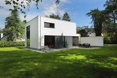 De oplevering van je woning: zo pak je het aan. Nieuwbouw • modern • plat dak • gevelpleister  • Foto: www.sibomat.be