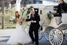 Glamorous-Winter-Wedding-The-Jon-Hartman-Photography-Co-Bridal-Musings-Wedding-Blog-32.jpg (630×420)